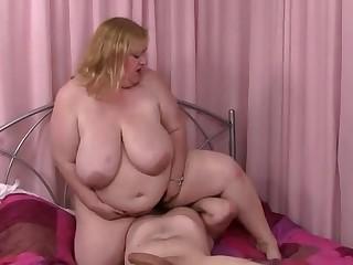 Pulling matured lady is makeing coxcomb cum