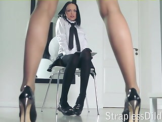 A longing legged teacher gets feeldoe pounding