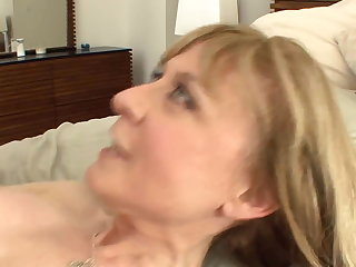 Busty cougar seduces respecting stockings and a garter