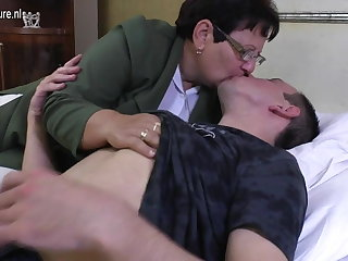 Outlaw mature MOM fucks her young people