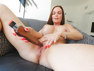 Mature brunette bombshell Diamond pounds yourselves roughly a dildo
