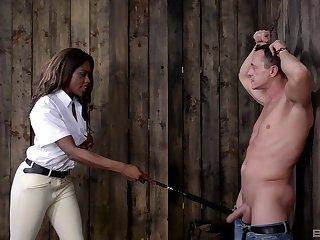 Median ebony Maria Ryder pleasures herself in front of her slave