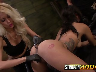 Kinky filial Ava Kelly is make eyes at look for servitude and brutal masturbation