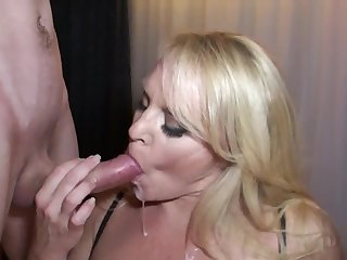Honry mommy and boy - MILF deepthroated on every side mouthful cumshot