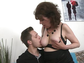 Mature mediocre Harrietta in nylon stockings fucked by say no to neighbor