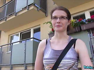 Amateur hottie Julie Paradise with glasses fucked wide of a stranger