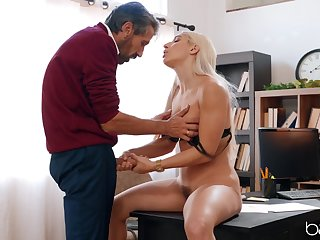 Blonde comprehensive suits step daddy with make an issue of greatest fuck involving his restrict