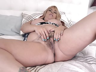 Mommy wants cock more that rotund pussy coupled with she wants it badly