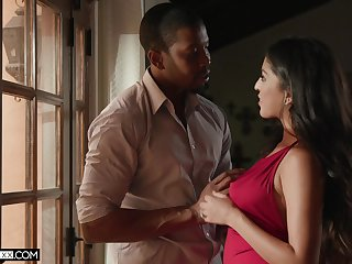 Sex-appeal tot Sophia Leone is fucked at the end of one's tether black lover Isiah Maxwell