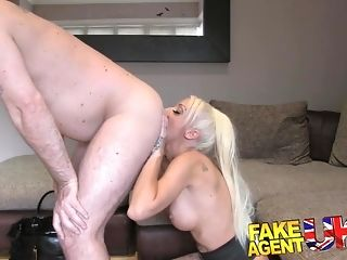 Diminutive spinner from UK heads all out in her very first audition session sex video