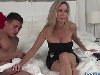 Provocative Taut Mommy Smooches Her Junior Instructor With Humungous Man Sausage