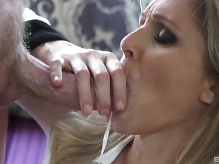 Hardcore close up tit job and sex for a kermis full-grown MILF Julia Ann