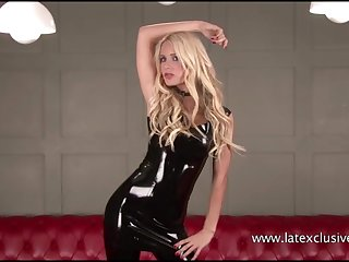 Softcore latex babe Alessandras high-heel tweeny and rubber