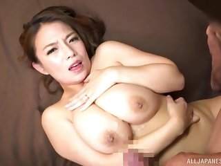 Big-busted Japanese MILF Oda Mako strokes a bushwa in d�nouement her tits